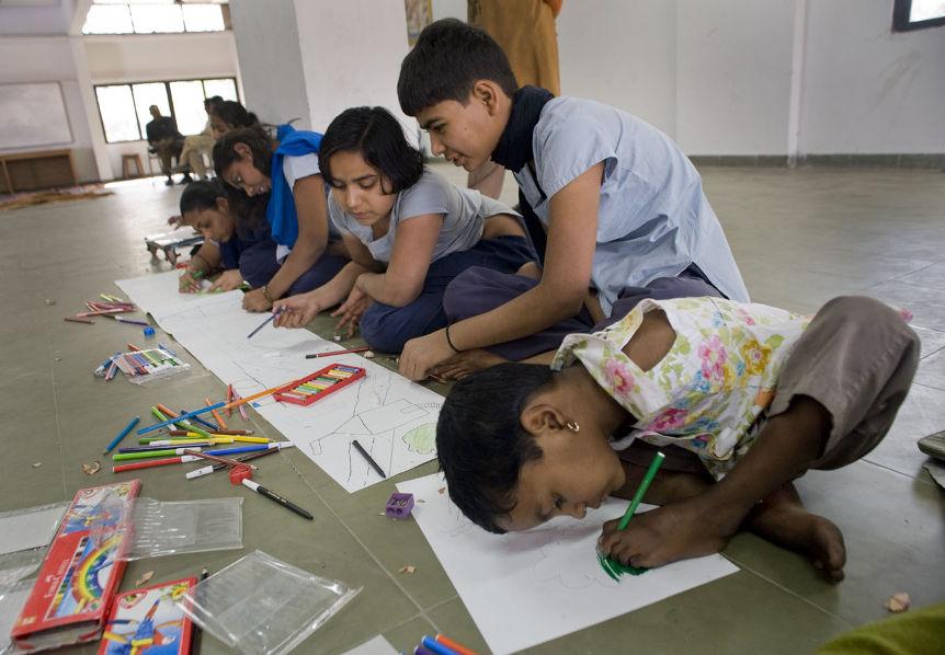 """""""2050 – Cultures of Living"""" international project in India by Trans Urban <br> """"2050 – Cultures of Living"""" międzynarodowy projekt kreatywnych warsztatów dla dzieci w Indiach, prowadzony przez europejskich i indyjskich artystów, dotyczący idei wymarzonego domu, stylów życia w przyszłości i tematyki ekologii, zorganizowany przez Trans Urban <br> 09. 2010 – Ahmedabad, India"""